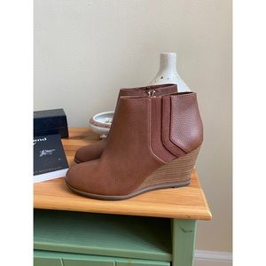 nwot • dr. scholls- wedge ankle booties